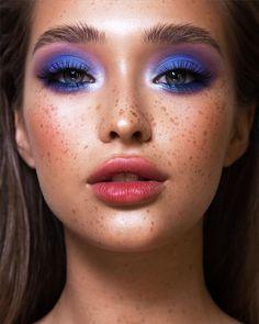 Aesthetic Makeup Looks Blue Pink Eye Makeup, Makeup Eye Looks, Eye Makeup Steps, Eye Makeup Art, Colorful Eye Makeup, Cute Makeup, Pretty Makeup, Beauty Makeup, Eyeshadow Makeup