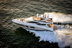 L650 Fly - searay Corner Seating, Booth Seating, Guest Cabin, Luxury Yachts, Florida Keys, Photo Look, Miami, The Incredibles, Gallery
