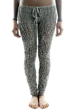 Knotted Legging by Gareth Pugh Knit Leggings, Sweaters And Leggings, Knit Pants, Knitted Tights, Crazy Leggings, Crochet Pants, Knit Crochet, Knitting Designs, Knitting Patterns