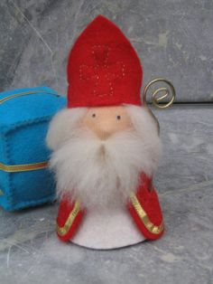 sinterklaas creatief Christmas Ornaments To Make, All Things Christmas, Christmas Crafts, Advent, Felt Crafts, Diy Crafts, Early Christian, Chiffon, Red Ribbon
