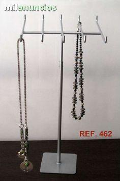 . Expositor para cadenas y collares en metal. Graduable en altura. Expositor de sobre mesa.