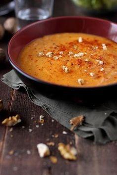 Velouté tout doux aux trois légumes : patate douce, carottes, poireaux. Plus de recettes ici : http://www.enviedebienmanger.fr/recettes/soupes