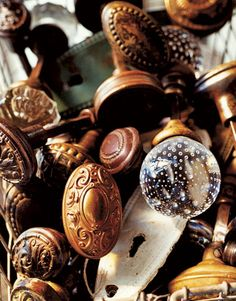 Going to Kansas City Vintage Doorknobs: Antiquities & Oddities Architectural Salvage has three floors of vintage building supplies. Door Knobs And Knockers, Knobs And Handles, Door Handles, Vintage Door Knobs, Antique Door Knobs, Antique Hardware, Vintage Doors, Antique Doors, Old Doors