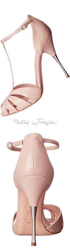 Regilla ⚜ Una Fiorentina in California via @innochka2. #heels #pink