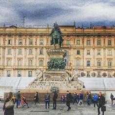 Inizi di settimana...scatti di vita quotidiana #milano#igersmilano#duomo#instagood#photooftheday#instamoment#work#fast#instalike#beatiful#imagine#photographer#ig_milano#statue#horse#place#like4like#followme#palace#hdr#monday#good#travel#travelling#life#people#instagram#milanodavedere#milan#italy by andreafatigati93