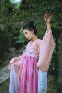 古典美女工藤瑶恬美艳迷人回归古风  #迷人#