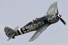Le FockeWulf FW190 Würger (pie-grièche), polyvalent, fut le premier vrai chasseur-bombardier de la Luftwaffe, destiné à remplacer le Ju-87 Stuka et le Bf-110. Bien que supérieur au Bf-109, il ne parvint pas à le supplanter.