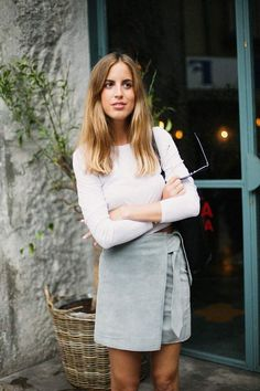 Spring style | White long sleeves crop top, grey skirt, handbag