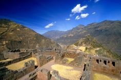 We didn't get here last time.  Pisac, about an hour from Cusco - famous for its craft markets.