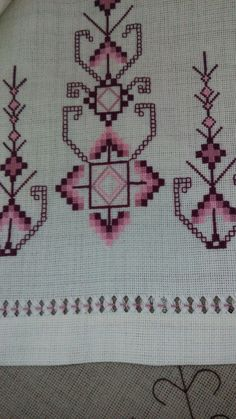 Dress Design Sketches, Bargello, Crafts To Make, Needlework, Bohemian Rug, Cross Stitch, Felt, Embroidery, Quilts
