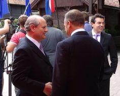 Велеиздаја: Ко је ову будалетину Мркића поставио за министра спољних послова? - http://www.srbijadanas.net/veleizdaja-ko-je-ovu-budaletinu-mrkica-postavio-za-ministra-spoljnih-poslova/