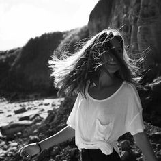 Find images and videos about girl, photography and hair on We Heart It - the app to get lost in what you love. Dark Photography, Photography Ideas, Insta Photo Ideas, Happy Girls, Light And Shadow, Getting Out, New Trends, Role Models, Avatar
