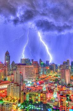 Bangkok Lightning Storm.  Photo by Mike Behnken