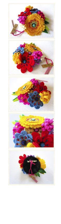 OMG I love the vibrant colours and the detailings by IKUKO FUJII: Ágora de las musas Felt Flowers, Diy Flowers, Fabric Flowers, Paper Flowers, Felted Wool Crafts, Felt Crafts, Diy And Crafts, Handmade Felt, Handmade Flowers