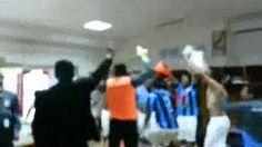 Mira cómo celebró #RealGarcilaso la clasificación en el camarín del estadio #Centenario . #Depor