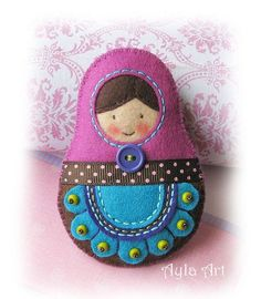 Diy Arts And Crafts, Crafts To Do, Felt Crafts, Handmade Stuffed Animals, Needle Felting Tutorials, Felt Decorations, Matryoshka Doll, Felt Patterns, Christmas Embroidery
