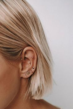 Trending Ear Piercing ideas for women. Ear Piercing Ideas and Piercing Unique Ear. Ear piercings can make you look totally different from the rest. Piercing Chart, Ear Piercings Chart, Ear Peircings, Daith Piercing, Piercing Tattoo, Forward Helix Piercing, Flat Piercing, Rook Piercing Jewelry, Triple Ear Piercing