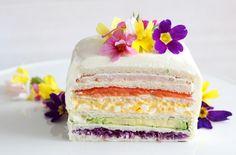 春の訪れをお祝いしよう! 【イースターレシピ】簡単なのにオシャレ!レインボーサンドイッチケーキを作ってみた 春のお祭り「イースター」の食卓を盛り上げる、かわいらしいサンドイッチレシピを教わってきました! Food Art, Vanilla Cake, Sandwiches, Food And Drink, Easter, Healthy Recipes, Bread, Cooking, Party