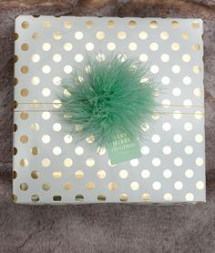 Creative Gift Wrapping Ideas in time for holiday shopping. Wrapping Ideas, Gift Wraping, Present Wrapping, Creative Gift Wrapping, Creative Gifts, Christmas Ribbon, Christmas Gift Wrapping, Christmas Crafts, Christmas Photos