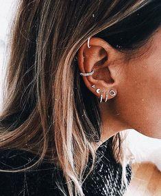 Bijoux Piercing Septum, Innenohr Piercing, Tattoo Und Piercing, Cartilage Earrings, Stud Earrings, Bellybutton Piercings, Ear Jewelry, Cute Jewelry, Crystal Jewelry