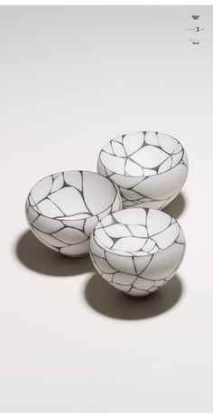 うつわ謙心Found on utsuwa-kenshin.com Japanese Porcelain, Japanese Pottery, Japanese Artwork, Raku Pottery, Plastic Art, Fun Cup, Tea Art, Pottery Designs, Painted Pots