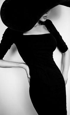 she's a lady, femininity, elegance, chic, lady, woman, girl, fashion, glamour, style, luxury, b&w, black & white, femme fatale, hat