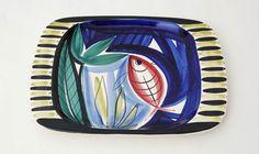 Ovalen schaal Rode vis. Ontwerp: Inger Waage. Ze ontwierp er een hele serie van, het motief is in elk object verschillend.
