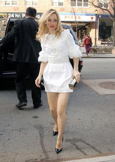 Beautiful Celebrities, Beautiful Actresses, Rachel Mcadams Hot, Heather Graham, Canadian Actresses, Little White Dresses, Mean Girls, Well Dressed, Sexy Legs