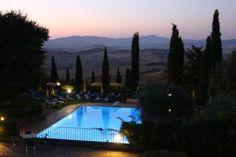 O Wellness Center Casanova está situado entre oliveiras e ciprestes no Val d'Orcia.
