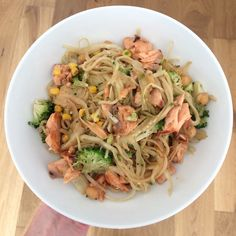When it comes to Salmon dishes the combination of Soy & Garlic just can't be beaten. This recipe works great as a mid-week option to please the whole family. You could have this one ready in just over 30 minutes. Grab the recipe using the link below. Salmon Stir Fry, Real Food Recipes, Healthy Recipes, Garlic Salmon, Salmon Dishes, Weekday Meals, Food Words, Stir Fry Recipes, Recipe Using