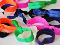 DIY: Elastic Hair Ties from FOE! I need these for my long hair. Bug Crafts, Diy Arts And Crafts, Crafts To Make, Diy Craft Projects, Craft Tutorials, Craft Ideas, Weekend Crafts, Elastic Hair Ties, Loom Bands
