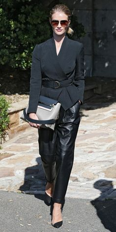 Rosie Huntington-Whiteley offers fresh take on power suit in Sydney All Black Fashion, Autumn Fashion, All Black Looks, Rosie Huntington Whiteley, Leather Trousers, Facon, Black Pumps, Who What Wear, Casual Chic