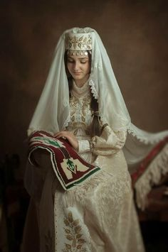 Taraz: Armenian Traditional Folk Clothing. Foto Atelier Marshalyan - Yerevan Armenia