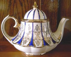 You can never have to many tea pots. Chocolate Pots, Chocolate Coffee, Tea Cup Saucer, Tea Cups, English Teapots, Cafetiere, Tea Pot Set, Teapots And Cups, Tea Art