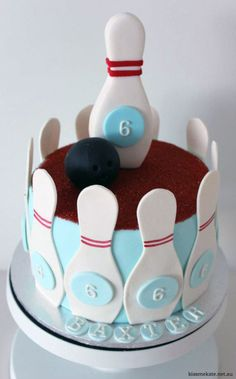 Bowling cake and cookies - there is just not enough time for me to get these before Aidan's b-day party this weekend. :(