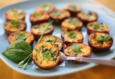 Crustless Zucchini and Basil Mini-Quiches. Make these ahead and you have a great breakfast-on-the-go. Also wonderful for brunch. Mini Quiches, Breakfast Bites, Make Ahead Breakfast, Breakfast Recipes, Breakfast Potluck, Breakfast Quiche, Brunch Food, Breakfast Healthy, Make Ahead Meals