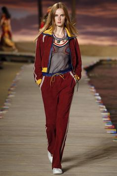 See all the Collection photos from Tommy Hilfiger Spring/Summer 2016 Ready-To-Wear now on British Vogue Fashion Male, Womens Fashion For Work, Sport Fashion, Fashion Week, Runway Fashion, Fashion Show, Fashion Outfits, Fashion Trends, Fashion 1920s