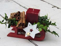 kleine Weihnachtsdeco mit Zimtstangen und Porzellanstern