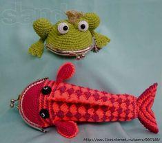 Love the frog Crochet Wallet, Crochet Coin Purse, Crochet Purses, Crochet Frog, Love Crochet, Knit Crochet, Crochet Crafts, Yarn Crafts, Crochet Projects