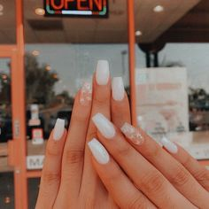 In seek out some nail designs and ideas for your nails? Listed here is our set of must-try coffin acrylic nails for fashionable women. Acrylic Nails Coffin Short, Simple Acrylic Nails, White Acrylic Nails, Square Acrylic Nails, Simple Nails, Acrylic Nails For Summer, Fake Nails White, White Acrylics, Squoval Acrylic Nails