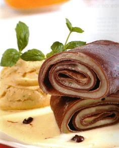 Crepes de chocolate con crema de vainilla