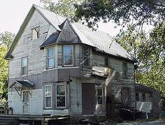Abandoned Victorian House In Southern Illinois. I live in Illinois. i'd love to see it.