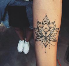 ️ Discover our temporary tattoos, from 3 €, link in bio ♡ Lotusblume Tattoo, Lotus Tattoo, Piercing Tattoo, Tattoo Thigh, Mandala Thigh Tattoo, Mini Tattoos, Body Art Tattoos, Small Tattoos, Sleeve Tattoos