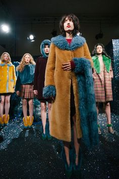 Youth and pop culture provocateurs since Fearless fashion, music, art, film, politics and ideas from today's bleeding edge. Fur Fashion, Fashion Show, Autumn Fashion, Fasion, Fashion Styles, Fur Decor, Furry Boots, Fur Clothing, Fabulous Furs