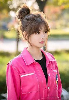 beautiful janitor - in 2020 Korean Bangs Hairstyle, Korean Haircut, Hairstyles With Bangs, Pretty Hairstyles, Asian Bangs, Asian Hair, Pelo Ulzzang, Medium Hair Styles, Short Hair Styles