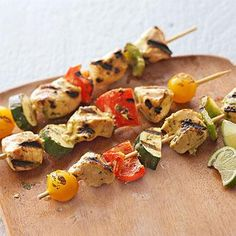Thanks to a yogurt-based marinade, these chicken kabobs are especially tender. The curry powder lends a kick without too much heat, and to please the vegetarians at your table, you can simply grill the chicken and vegetables on separate skewers. Diabetic Chicken Recipes, Indian Chicken Recipes, Healthy Dinner Recipes, Indian Food Recipes, Whole Food Recipes, Healthy Food, Eating Healthy, Summer Recipes, Healthy Meals