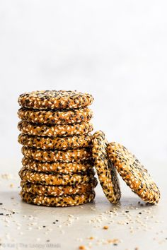 Quick + Easy Vegan Tahini Cookies (Gluten Free, Dairy Free, Vegan, Paleo) - If you have 30 minutes to spare, make these delicious vegan tahini cookies. They're healthy and easy to make – but more importantly, with their crispy caramelised edges, sweet chewy centre and an amazing tahini flavour… they're absolutely to die for. Easy cookie recipe. Quick cookies. Tahini recipes. Quick dessert recipes. Healthy dessert recipes. Healthy cookies. Vegan cookies. Vegan dessert recipes. #cookies #tahini Vegan Chocolate Brownies, Vegan Hot Chocolate, Healthy Brownies, Chocolate Babka, Chocolate Cupcakes, Quick Cookies, Gluten Free Cookies, Healthy Cookies, Cookies Vegan