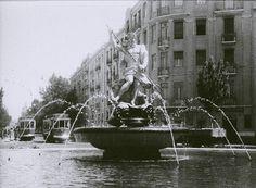 Estátua de Neptuno, na altura na Praça do Chile e que mudou mais tarde para a Estefânia Old Pictures, Old Photos, Chile, Interesting Buildings, Portugal Travel, Old City, Capital City, Vintage Photography, Costa