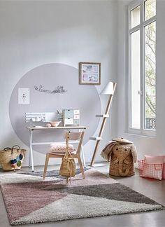 Un tapis douillet dans une chambre de petite fille