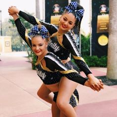 We are LOVING this photo of Royal athletes Evie and Georgia from this weekend ! Their can find Cheer pictures and more on our website.We are LOVING this photo of Royal athletes Evie and Georgia from this weekend ! Cheerleading Poses, School Cheerleading, Cheer Poses, Cheerleading Pictures, Cheer Stunts, Cheerleading Flexibility, Softball Pics, Volleyball, Cheer Camp